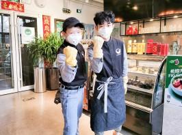旗下全球旅行家咖啡为白衣勇士提供免费咖啡